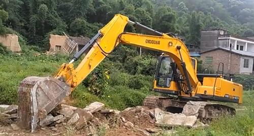 修路致富的小型挖掘机车型推荐