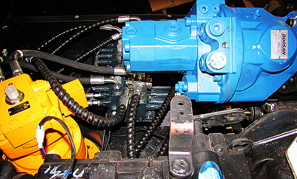 挖掘机液压系统_宝鼎85轮式挖掘机液压系统部件