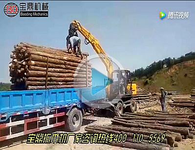 宝鼎95W-9型轮式抓木机分拣木头装车视频