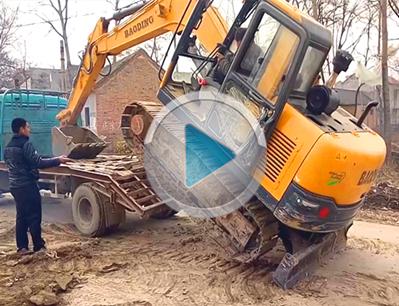 宝鼎BD90-9小型挖掘机上下拖车视频教学介绍