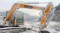 宝鼎小型挖掘机厂家履带90小型挖掘机轻松驾驭严寒工况