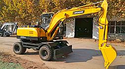 火爆市场下选购国产小型挖掘机注意事项