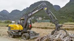 广西多功能轮式挖掘机忙做榨季丰收节