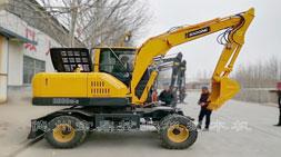 布衣支招如何选择轮式挖掘机