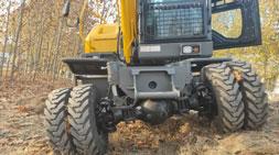 宝鼎轮式挖掘机山区工况如履平地