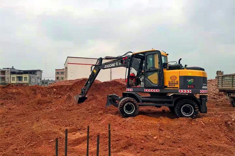 多用途轮式挖掘机抓木机产品-BD95轮式挖掘机型号-宝鼎轮挖厂家