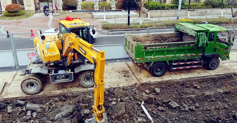 适合市场需求的小型轮式挖掘机械-宝鼎BD80多用途小型轮式挖掘机