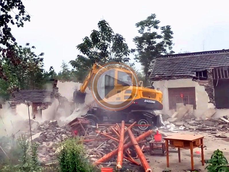 宝鼎BD80W-9D轮式挖掘机拆房工程视频