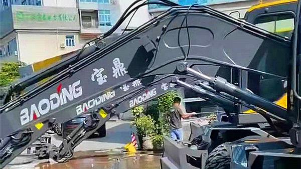 宝鼎广西抓木机销售网点又填新兵-广西贵港抓木机销售点开业