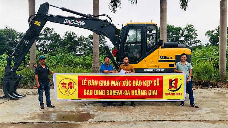 宝鼎出口轮式挖掘机抓木机越南客户