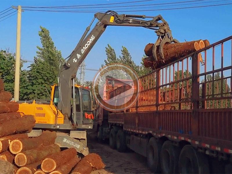 宝鼎95抓木机卸木材操作视频