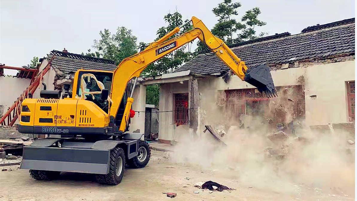 宝鼎80轮胎式挖掘机是一种适合市场需求的小型轮式挖掘机械