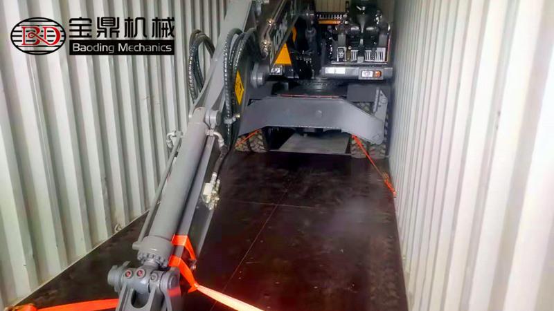 出口轮式挖掘机-轮式挖掘机出口厂家-宝鼎轮胎式挖掘机